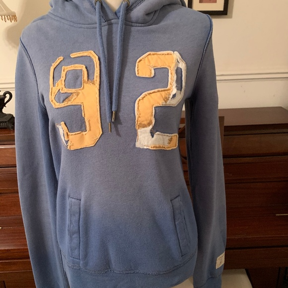 Abercrombie & Fitch Sweaters - Abercrombie & Fitch Pullover Size M